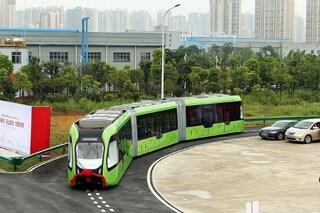 Cina, arriva il primo treno al mondo senza binari né conducente
