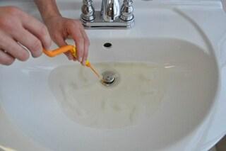 Come sturare doccia e lavandino: ecco il prodotto innovativo che vi facilita la vita