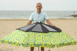 Niente più cellulari scarichi in spiaggia: arriva l'ombrellone ad energia solare