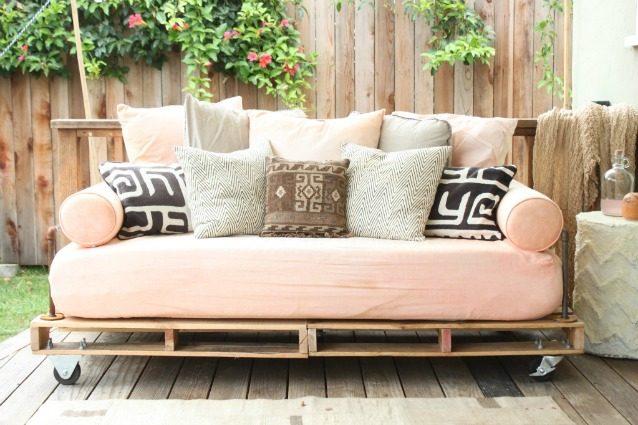Divano Pallet Esterno : Come creare un divano coi pallet senza spendere soldi