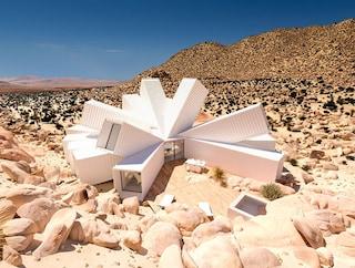 Come una rosa nel deserto: la casa di container con vista mozzafiato sul Joshua Tree Park