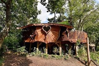 Piggledy Tree House, la casa sull'albero che costa quanto un attico in città