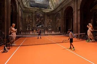Milano, giocare a tennis in una chiesa del XVI secolo