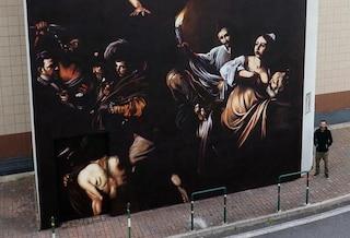 Street art a Roma: un Caravaggio alto 9 metri sul muro del Policlinico Agostino Gemelli