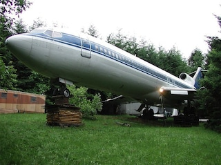 Trasforma un Boeing 727 in una casa nel bosco: la storia di Bruce Campbell