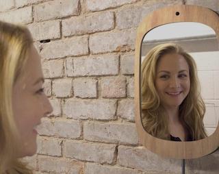Smile Mirror, lo specchio che incoraggia i malati di cancro a sorridere