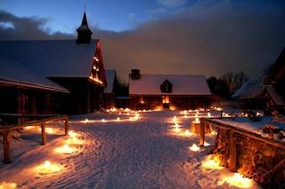 Natale a Sainte-Marie tra gli Uroni, il villaggio che si illumina con migliaia di candele