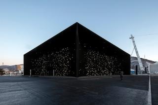 Asif Khan svela l'edificio più buio della Terra