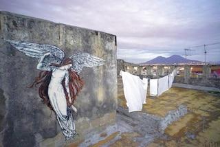La street art di Žilda a Napoli: angeli nella città dei demoni