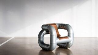 Gli arredi che riciclano i tubi industriali e i rottami metallici