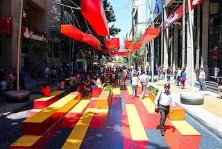 Paseo Bandera: la strada più trafficata di Santiago diventa un'opera d'arte a cielo aperto