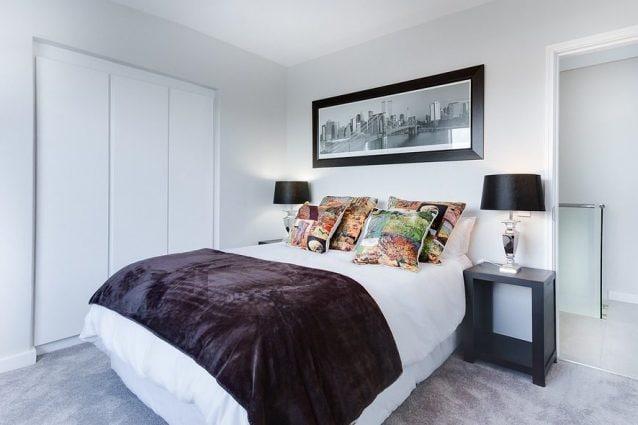 Come illuminare la camera da letto consigli utili