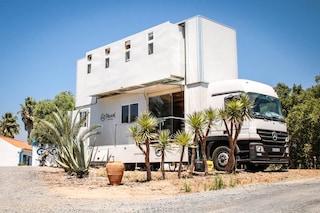 Truck Surf Hotel: il camion trasformato in albergo per gli amanti del surf