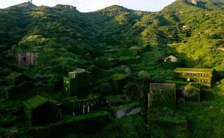 Cina, la storia di Houtouwan, il villaggio fantasma invaso dalla natura