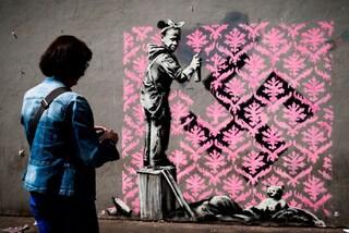 Banksy a Parigi: 6 nuovi murales per i migranti