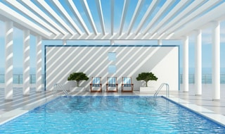 Vele, tende, pergole e ombrelloni: ecco come riparare la casa dal sole
