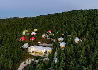 SJCC Glamping Resort, il glamping multicolor per una notte nella foresta sudcoreana