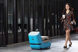 Care-E, il robot che scansiona la carta d'imbarco e porta i bagagli al tuo posto