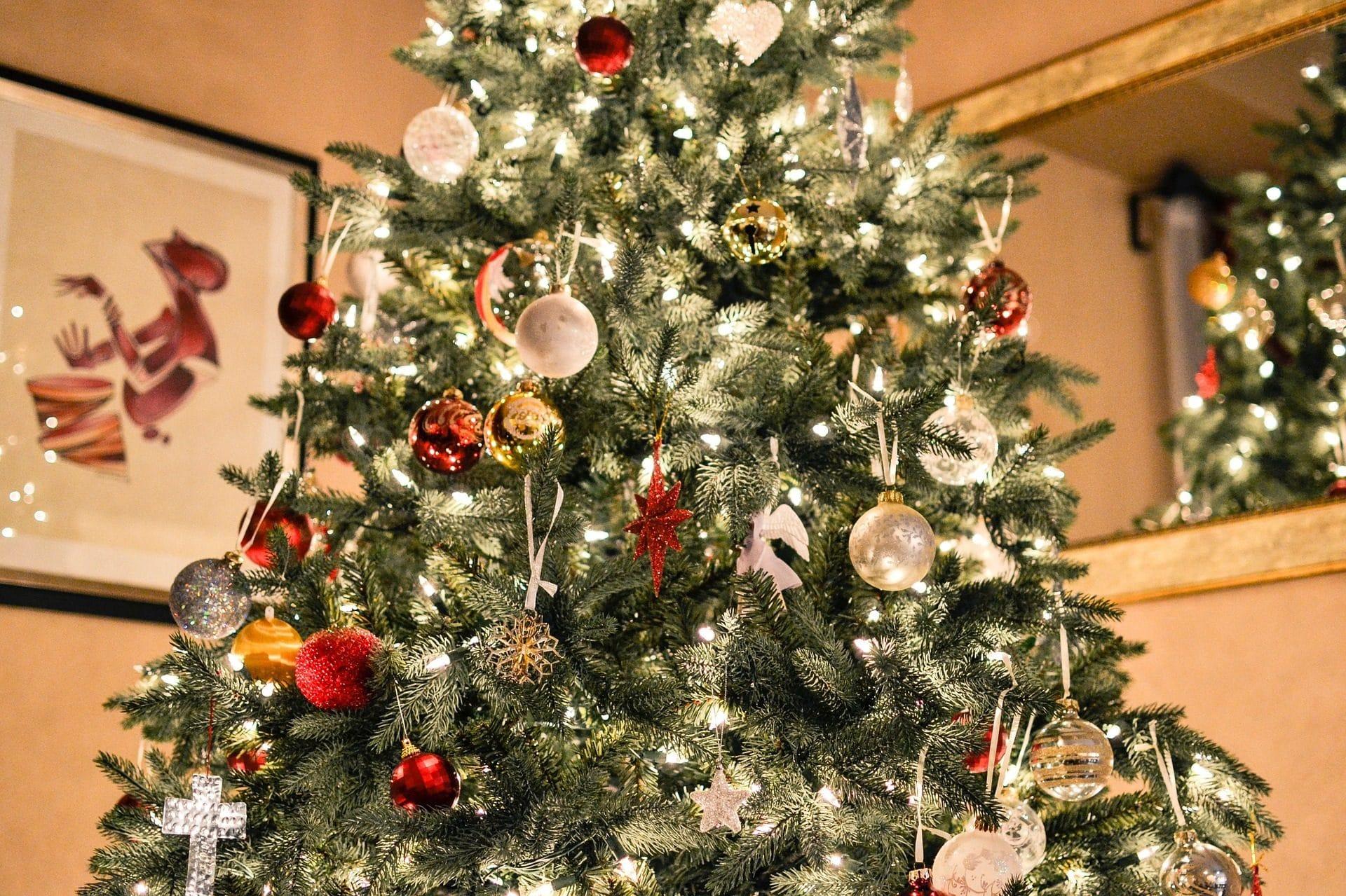 Albero Natale Decorato Rosso addobbi di natale 2019: tendenze e colori per decorare la