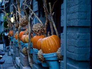 Decorazioni Halloween per la casa  le idee più originali tra zucche ... 18c94d3010b5