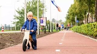 Olanda, apre la prima pista ciclabile al mondo di plastica riciclata