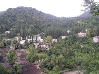 Akarmara, la città fantasma della Georgia invasa dalla natura