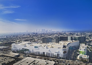 Los Angeles, Fuksas rinnova il Beverly Center, lo shopping mall delle star di Hollywood