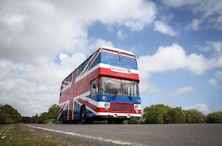 Lo Spice Bus arriva su Airbnb: come soggiornare sul vero autobus delle Spice Girls