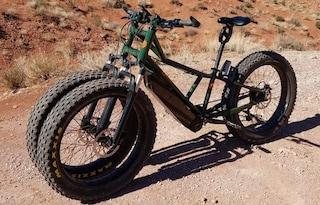 Fat bike, la e-bike per andare nel deserto e sulla neve