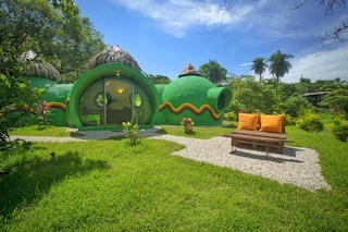 Questa casa a cupola in Costa Rica è fatta col detersivo per piatti e lavastoviglie
