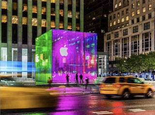 L'Apple Store sulla Fifth Avenue di New York è un cubo arcobaleno
