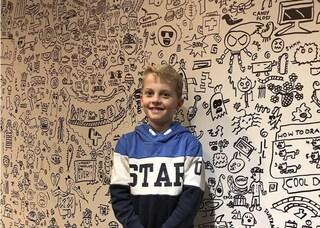 The Doodle Boy, il bimbo di 9 anni che ha decorato un ristorante con i suoi disegni