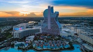 Apre il Seminole Hard Rock Hotel, il primo albergo a forma di chitarra del mondo