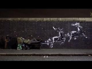 Banksy a Birmingham trasforma un senzatetto in Babbo Natale