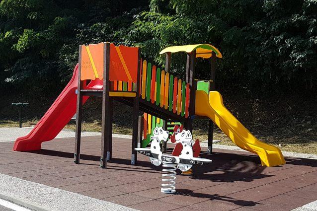 Arredi In Plastica Riciclata.La Prima Area Giochi Per Bambini In Plastica Riciclata