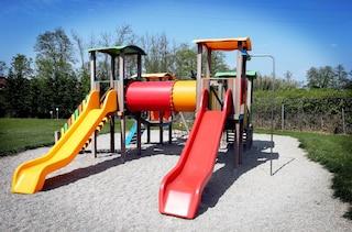 La prima area giochi per bambini in plastica riciclata
