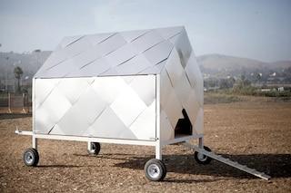 Il primo pollaio a energia solare su ruote