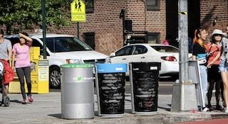 New York ha i suoi nuovi bidoni della spazzatura