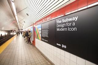 I cartelli della Metropolitana di New York diventano una mostra site specific