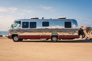 Un Western Pacific Airstream del 1962 diventa una casa mobile moderna da sogno
