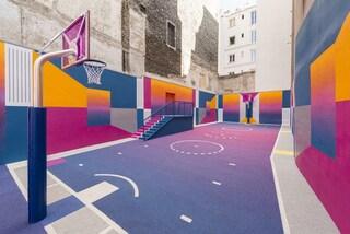 Pigalle Duperré, il campo da basket colorato di Parigi si rinnova