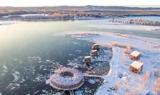 Arctic Bath, il primo hotel galleggiante al mondo è diventato realtà