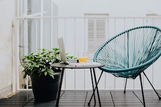Come arredare un balcone stretto e lungo