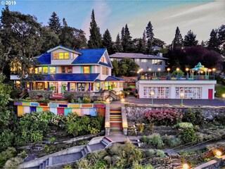 Rainbow House, la casa più colorata che ci sia