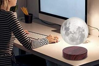 La luna sospesa, la lampada a levitazione magnetica che sembra una magia