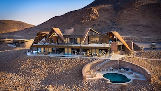 In Namibia al Sossusvlei Desert Lodge, il resort di lusso immerso nel deserto del Namib
