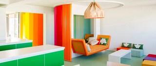 A Parigi un appartamento tutto arcobaleno