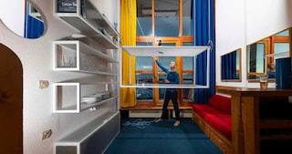 Les Arcs di Charlotte Perriand si trasforma con i mobili salvasapzio