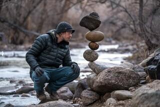 Le sculture di pietra di Michael Grab che sfidano la gravità