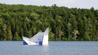 Iceberg, la piattaforma galleggiante a Strafford che supera i limiti di ogni campeggio